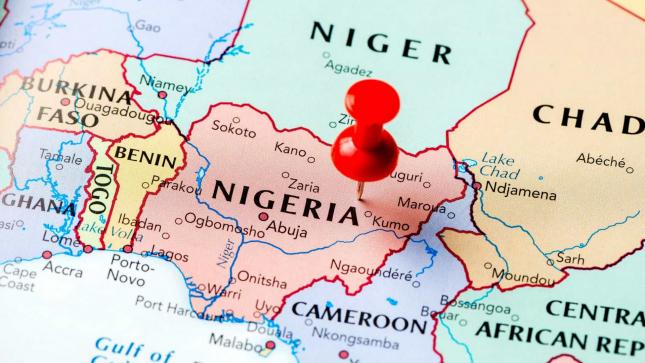 Novos ataques no centro da Nigéria matam 17 aldeões e destroem casas