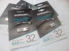 Image may contain: text that says 'SAMSIN- MSUNG SAMSUNG Quickly transfer files between devices Speed up to 00MB/s SAMSUNG files Quickly between transfer betweendevices dev devices Speed p 300MB/s Flash Drive Plus USB3.1FlashDrive BAR compatible with USB 3.1 Flash Drive 32 GB Plus USB 2.0 Drive 32 USB BAR 3.1 Flash Plus withUSB20 compatible Backward'