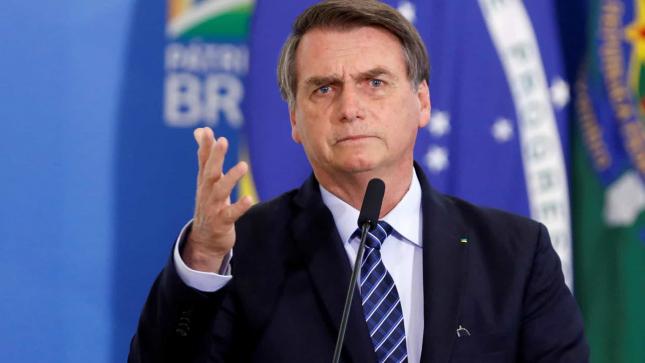 """O vírus, mais de metade vai apanhar. Não adianta"""", insiste Bolsonaro"""