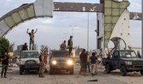 Aeroporto de Trípoli volta a estar sob controlo das forças militares do governo líbio