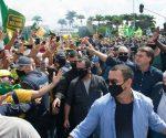 Bolsonaro ignora medidas de prevenção contra COVID-19