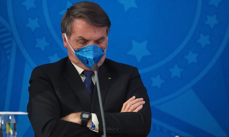 Bolsonaro com infecção pulmonar e a esposa com COVID-19