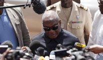 Milhares de malianos exigem demissão de presidente do país
